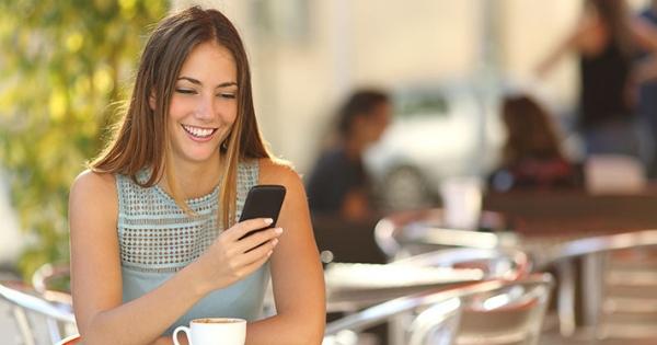 Comment draguer par SMS : 5 pistes pour cartonner avec les textos